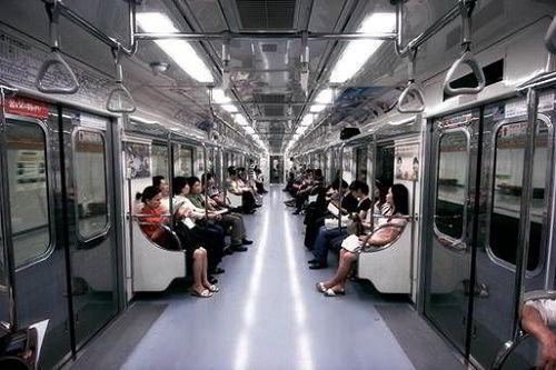 Tàu điện tại Busan Hàn Quốc