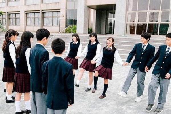 Bậc Trung học được phân ra làm Trung học Cơ sở (3 năm) và Trung học Phổ thông (3 năm).