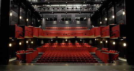 Hình ảnh hội trường sân khấu hiện đại của trường Đại học York
