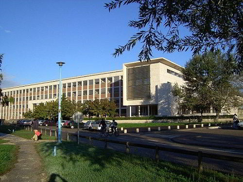 Đại học khoa học công nghệ Bordeaux.