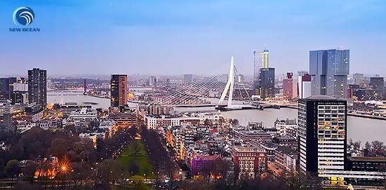 Hà Lan là quốc gia có nền kinh tế đứng thứ 16 trên thế giới, đời sống cao và vô cùng ổn định.