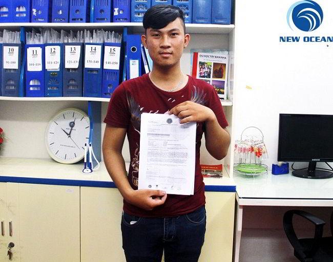 Vũ Văn Hữu nhận visa du học Singapore