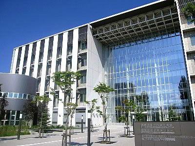 Mặt trước học viện Nissei, Japan