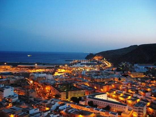 Almeria là một thành phố hiện đại và đầy sức sống trong lòng sự cổ kính.