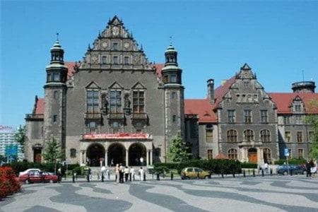 Đại-học-Adam-Mickiewicz