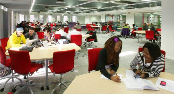 Thư viện của trường đại học Aston