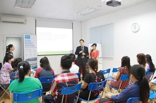 Kenneth Quah, đại diện tuyển sinh của trường Đại học European