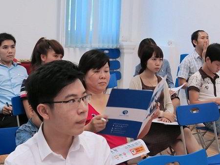 Cùng đại diện Công ty Tư vấn du học New Ocean và các vị khách quý.