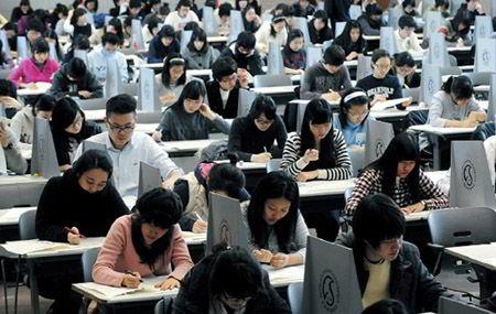 Khoảng 650.000 học sinh tham gia kỳ thi đại học ở 1.257 hội đồng thi trên toàn quốc