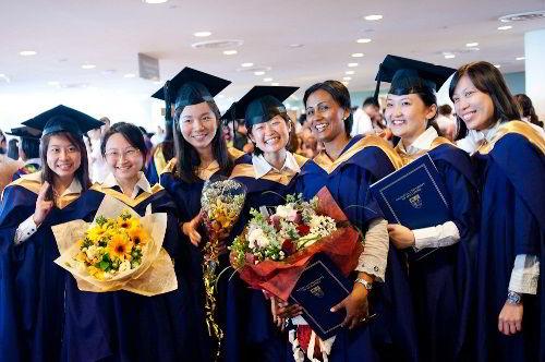 Mỗi năm NUS nhận vào hơn 5.000 sinh viên mới