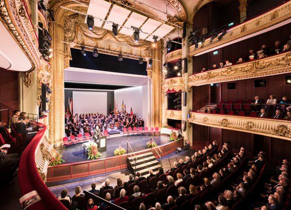 Phòng hội trường rộng lớn và sự kiện ở trường đại học tổng hợp Bern