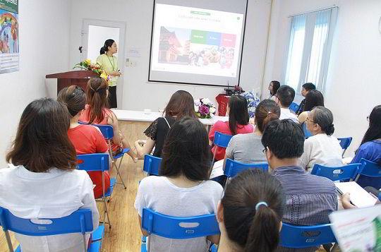 Đại diện tuyển sinh Học viện Ehle giới thiệu chương trình du học Nhật Bản