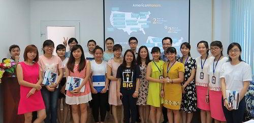 Đại diện American Honors cùng các bạn học sinh, sinh viên tham gia hội thảo