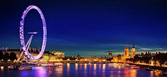 Hình ảnh vòng quay London Eye lung linh trong đêm tại London