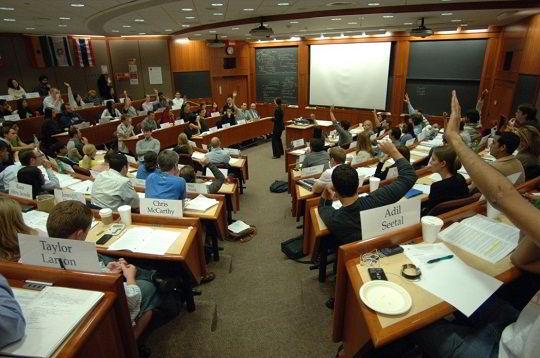 Học đại học khi du học Mỹ có gì lạ?