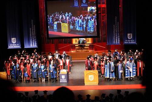 Lễ tốt nghiệp tại trường Đại học Nam Úc