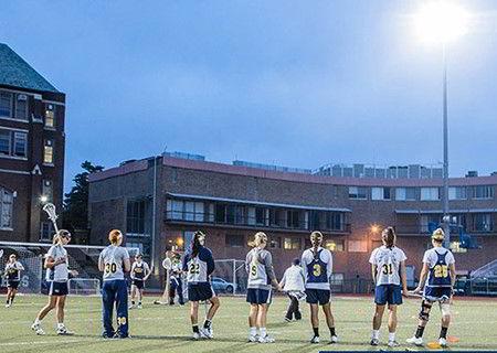 Hình ảnh các bạn sinh viên trên sân bóng đá của trường đại họcLa Salle
