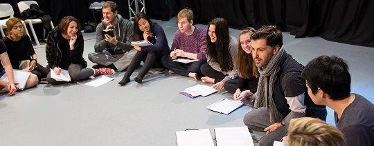 Hình ảnh các bạn sinh viên đang làm việc nhóm tại trường CSVPA – Tập đoàn giáo dục Cambridge