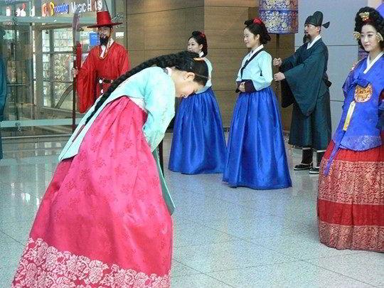 Văn hóa chào hỏi của người Hàn Quốc