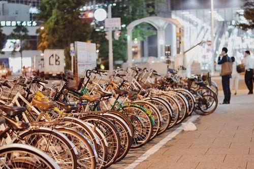 Xe đạp là phương tiện phổ biến được người dân và sinh viên sử dụng tại Nhật