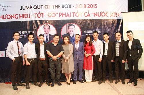 Ban tổ chức và khách mời tham gia chương trình JOB 3 chụp ảnh lưu niệm