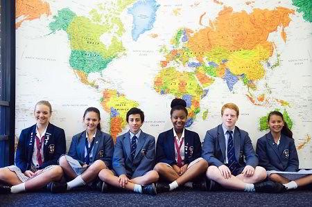 Một nhóm học sinh quốc tế tại trường Illawarra Grammar