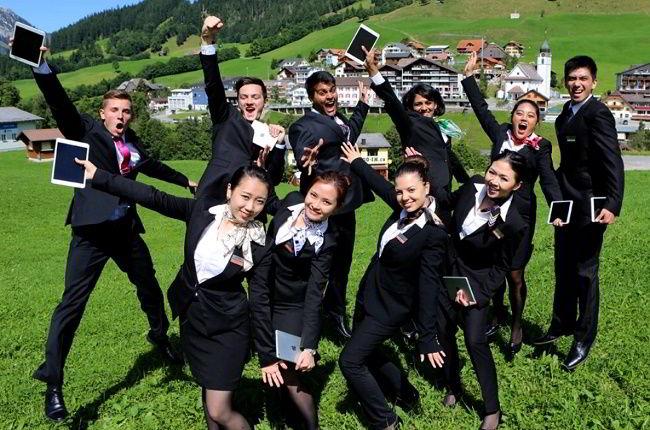 Thực tập khi du học Thụy Sĩ bạn có cơ hội được phát triển khả năng ngôn ngữ.