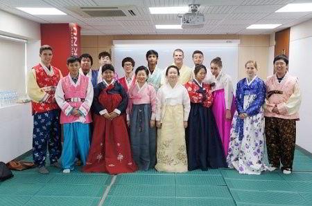 Hình ảnh các bạn sinh viên quốc tế trong giờ học văn hóa tại trường Kyungpook