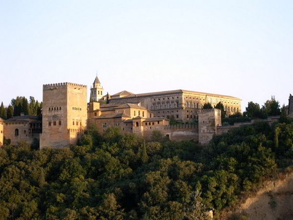 Granada nhìn từ bên ngoài
