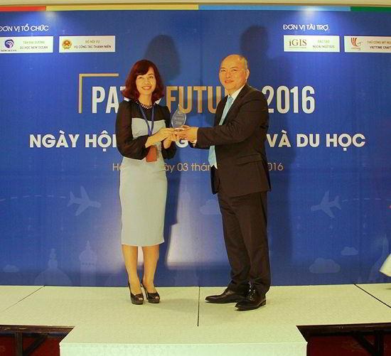New Ocean vinh dự nhận được Kỉ niệm chương của Vụ Công tác Thanh niên – Bộ Nội Vụ cho công tác hướng nghiệp Sinh viên Việt Nam.