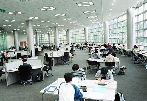 Chương trình Trung học tại Hàn Quốc kéo dài 6 năm, bao gồm THCS và THPT