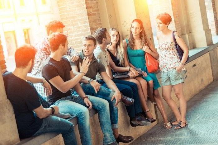 Hình ảnh một nhóm sinh viên du học Tây Ban Nha.