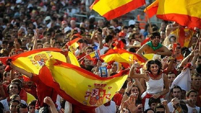 Tây Ban Nha có một xã hội yên bình và cởi mở.