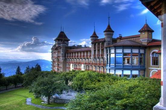 Trường Quản lý Kinh doanh và Khách sạn BHMS