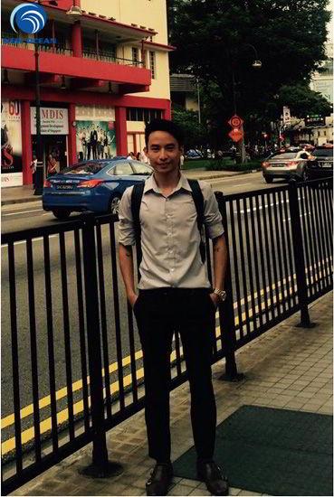 Thái Thượng Trí trên đường đi học tại Singapore