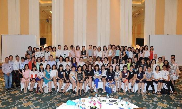 Đại diện các công ty tư vấn du học tại Hà Nội trong buổi thông báo của Tổng lãnh sự quán Úc về quy trình xét duyệt visa du học Úc mới từ 1/7/2016.