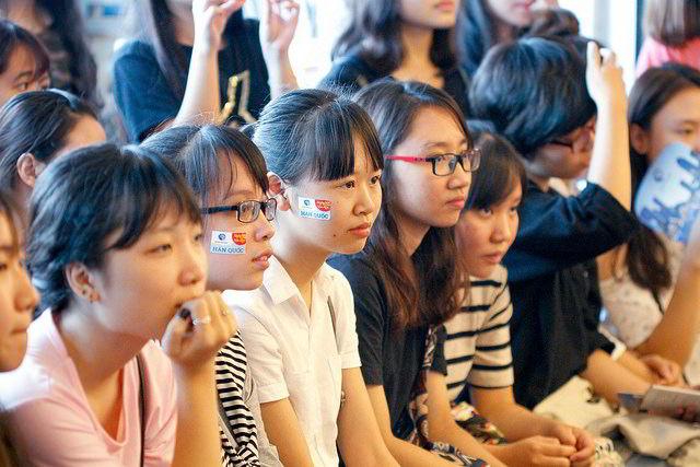 Ngày hội văn hóa hàn quốc 2016 thu hút nhiều bạn nữ sinh tham dự và thực sự quan tâm....