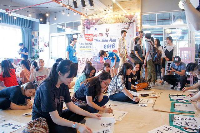 Đam mê học chữ Hàn trong ngày hội văn hóa