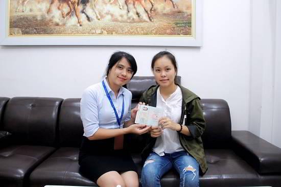 Trần Thị Thủy nhận visa du học Singapore