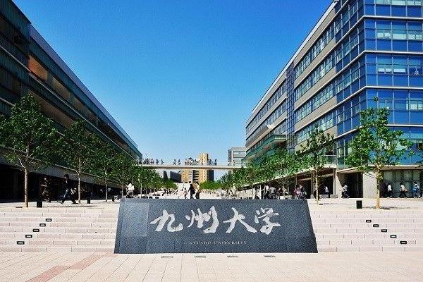 Đại học Kyushu được thành lập năm 1903, là một trường công lập nổi tiếng ở Fukuoka (Nhật Bản).