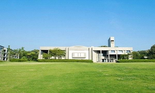 Từ một trường y dược của thành phố thành lập vào năm 1871, đại học Nagoya đã trở thành đại học hoàng gia cuối cùng của Nhật Bản vào năm 1939.