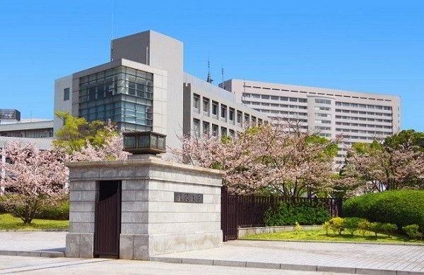 Tiền thân của Đại học Osaka là trường Y tế Osaka. Trường được đánh giá là một trong những trung tâm đào tạo khoa học, công nghệ và y tế hàng đầu ở châu Á.