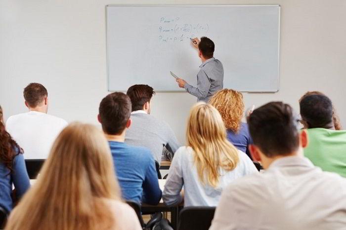 Ngoại ngữ chắc chắn sẽ là động lực tuyệt vời trên hành trình du học của bạn.
