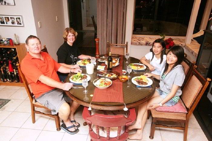 Với các bạn trẻ năng động, ưa khám phá và thích kết bạn thì homestay sẽ là lựa chọn thích hợp. Sống chung với người bản địa sẽ cho bạn cơ hội thỏa mãn chí tò mò khám phá văn hóa New Zealand