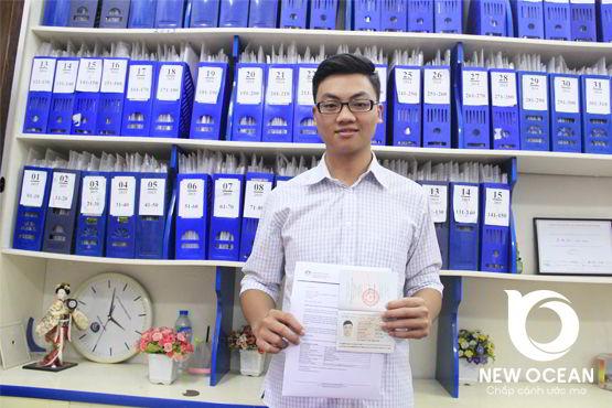 Trần Xuân Sơn nhận visa du học Úc - Cuộc đời là biển cả ai không bơi sẽ chết