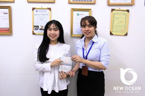 Chúc mừng visa du học Hàn Quốc trao tay bạn Hoàng Hải Yến