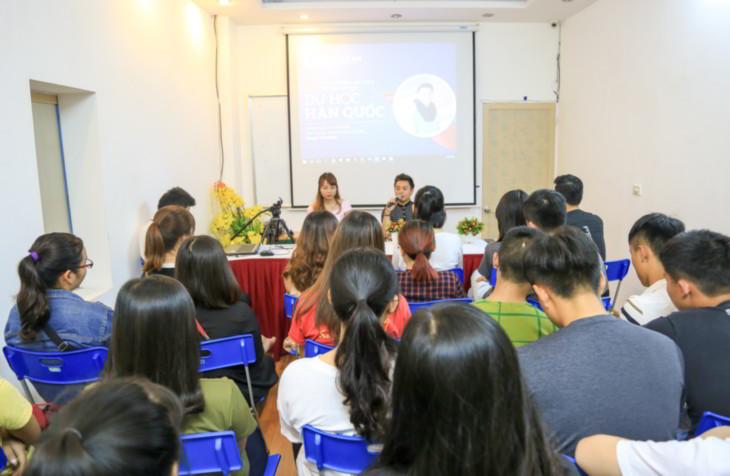 """Talk Show Du học Hàn Quốc với chủ đề """"Kinh nghiệm làm thêm - Đủ tiền ăn học"""" đã được diễn ra thành công tại New Ocean cùng với sự góp mặt của khách mời đặc biệt Phạm Công Dương"""