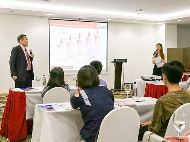Dr. Eric Kuan – Hiệu trường nhà trường MDIS và Ms. Maya – Đại diện tuyển sinh của trường tại Việt Nam cùng nhau thuyết trình.