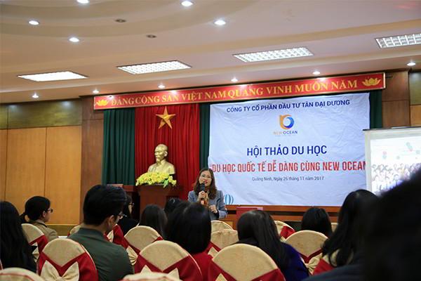 Bà Hoàng Vĩnh Hường - PGĐ Công ty chia sẻtại Hội thảo Du học Quốc tế Tại Hạ Long Quảng Ninh tháng 11 - 2017