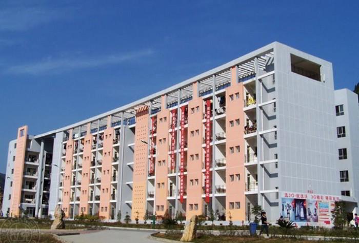 Khuôn viên Học viện kĩ thuật Đồng Nhân rộng 79.1 ha với 8 khoa chuyên môn khác nhau